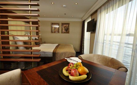 Standard cabin; Deluxe Suite